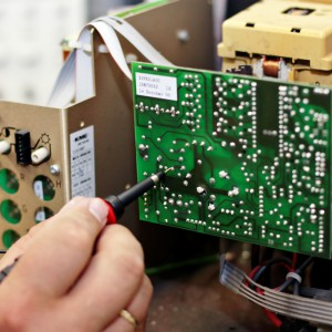 Reparatur Industriemonitor Steuerung und Ersatzteile